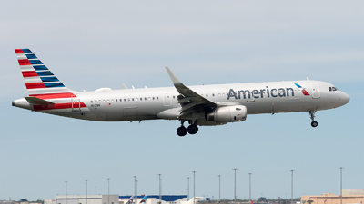 A picture of N119NN - Airbus A321231 - American Airlines - © Mingfei S