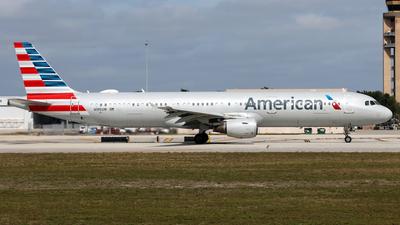A picture of N195UW - Airbus A321211 - American Airlines - © Eddie Heisterkamp