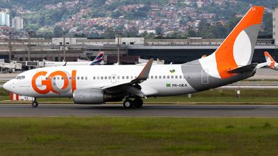 A picture of PRGEA - Boeing 7377EH - GOL Linhas Aereas - © Julia Salgueiro - juh_spotting