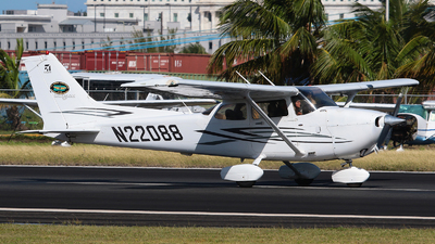 N22088 - Cessna 172S Skyhawk SP - Isla Grande Flying School