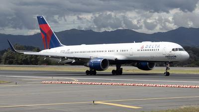 A picture of N694DL - Boeing 757232 - Delta Air Lines - © Fernando Hernandez Bolaños