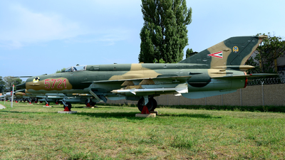 5721 - Mikoyan-Gurevich MiG-21bis Fishbed N - Hungary - Air Force