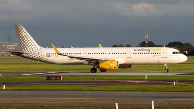 A picture of ECMLD - Airbus A321231 - Vueling - © Aaron Vancoillie