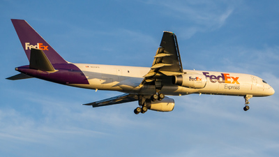 A picture of N970FD - Boeing 75728A(SF) - FedEx - © ne.planespotter