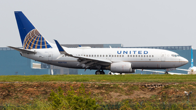 N39726 - Boeing 737-724 - United Airlines