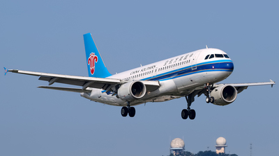 A picture of B6702 - Airbus A320214 - China Southern Airlines - © Stefano R