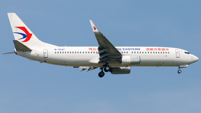 A picture of B5647 - Boeing 7378HX - China Eastern Airlines - © H.C.