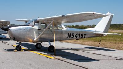 A picture of N5418T - Cessna 172E Skyhawk - [17251318] - © Johan S. Gomez