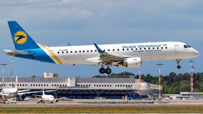 A picture of UREMB - Embraer E190STD - Ukraine Int. Airlines - © Simone Vanini