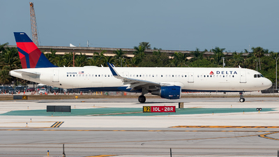 A picture of N392DN - Airbus A321211 - Delta Air Lines - © Mark Lawrence