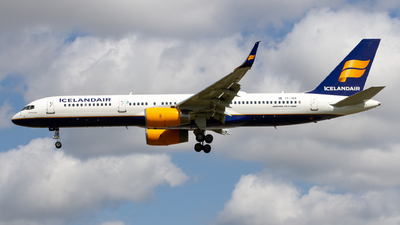 A picture of TFISR - Boeing 757256 - Icelandair - © Ethan Hew - p_nilly