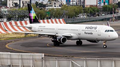 A picture of XAVLJ - Airbus A321231 - Volaris - © Santiago_MN