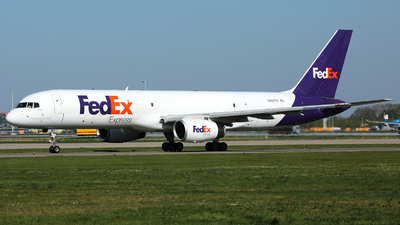 A picture of N901FD - Boeing 7572B7(SF) - FedEx - © R. Eikelenboom