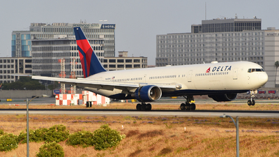 A picture of N832MH - Boeing 767432(ER) - Delta Air Lines - © Rocky Wang