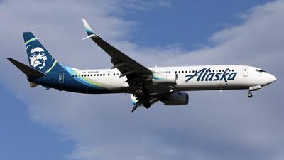 A picture of N238AK - Boeing 737990(ER) - Alaska Airlines - © Len Schwartz
