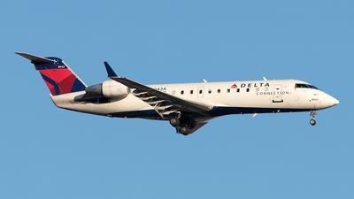 A picture of N8943A - Mitsubishi CRJ200LR - Delta Air Lines - © Yixin Chen