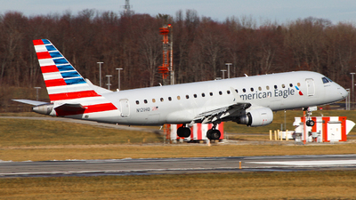 A picture of N121HQ - Embraer E175LR - American Airlines - © Simon B