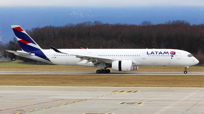 A7-AMA - Airbus A350-941 - Qatar Airways (LATAM Airlines)