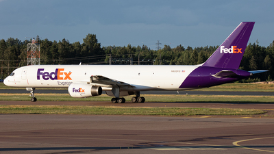 A picture of N920FD - Boeing 75723A(SF) - FedEx - © Airlinergeek