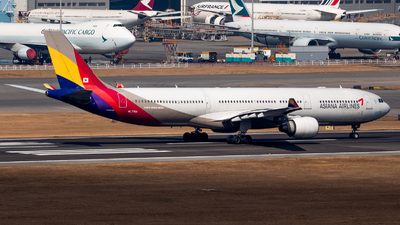 A picture of HL7754 - Airbus A330323 - Asiana Airlines - © Colin Law