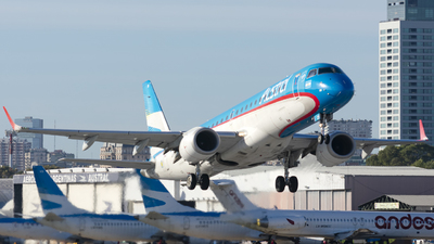 A picture of LVCIH - Embraer E190AR - Aerolineas Argentinas - © Cris.Spotter.mg