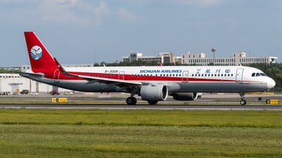 A picture of B30D8 - Airbus A321271N - Sichuan Airlines - © Gao Yupeng