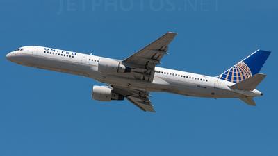 A picture of N514UA - Boeing 757222 - [24839] - © Alex Brodkey