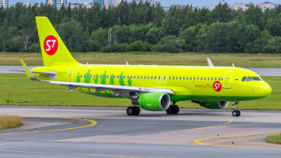 A picture of VPBOM - Airbus A320214 - S7 Airlines - © Alexander Lebedev