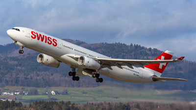 A picture of HBJHM - Airbus A330343 - Swiss - © Roland Brei - RFotomoments
