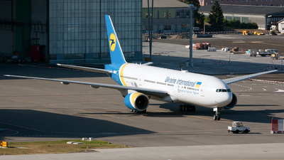 2-AERC - Boeing 777-28E(ER) - Ukraine International Airlines