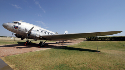VH-EAP - Douglas DC-3 - Qantas Foundation Memorial
