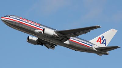 N328AA - Boeing 767-223(ER) - American Airlines