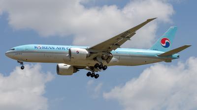 A picture of HL8075 - Boeing 777FEZ - Korean Air - © Peter Tolnai