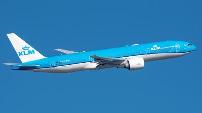 A picture of PHBQE - Boeing 777206(ER) - KLM - © Ricardo de Vries