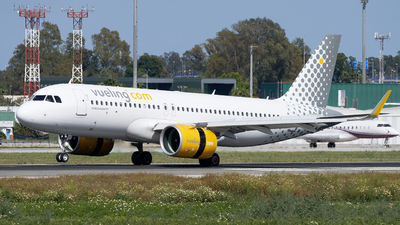 A picture of ECNAX - Airbus A320271N - Vueling - © Fernando Roca