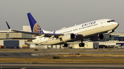 A picture of N37273 - Boeing 737824 - United Airlines - © Andrew Seong