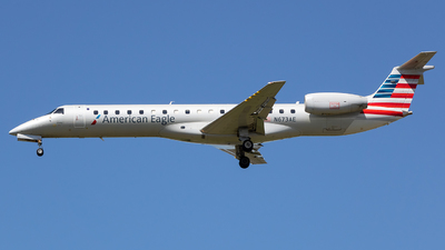 A picture of N673AE - Embraer ERJ145LR - American Airlines - © Stephen J Stein