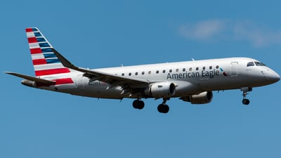 A picture of N429YX - Embraer E175LR - American Airlines - © Alfredo La Red