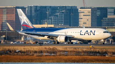 A picture of CCBDB - Boeing 767316(ER) - LATAM Airlines - © Radim Koblížka
