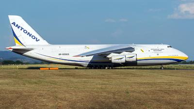 A picture of UR82009 - Antonov An124100M150 - Antonov Design Bureau - © Luca Bani