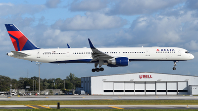 A picture of N588NW - Boeing 757351 - Delta Air Lines - © Sebastian Wermuth