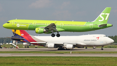 A picture of VQBQK - Airbus A321211 - S7 Airlines - © Airyura