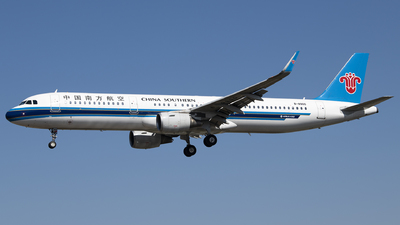 A picture of B8900 - Airbus A321211 - China Southern Airlines - © Tom Cheng