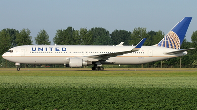 N668UA - Boeing 767-322(ER) - United Airlines