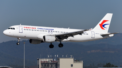 A picture of B6335 - Airbus A320214 - China Eastern Airlines - © guweishi