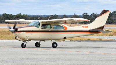 VH-URW - Cessna 210N Centurion II - Private