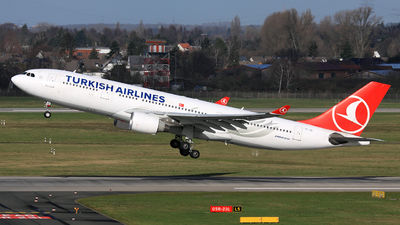 A picture of TCJIS - Airbus A330223 - Turkish Airlines - © Helmut Schnichels