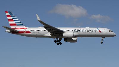 A picture of N198AA - Boeing 757223 - [32392] - © Art Brett
