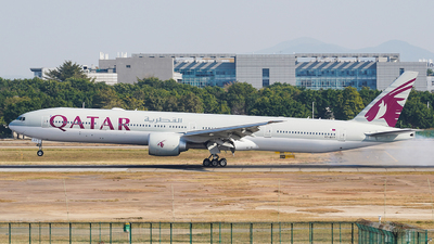 A picture of A7BAY - Boeing 7773DZ(ER) - Qatar Airways - © Ame_Jayzz