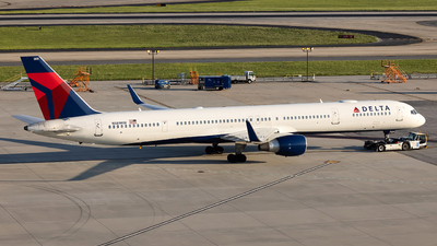 A picture of N589NW - Boeing 757351 - Delta Air Lines - © JinZi